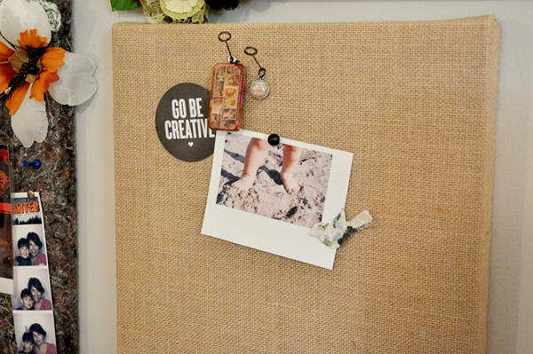 Easy burlap memo board from Life Outside the Fishbowl