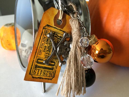 Halloween-AssemblageClock-side-550px